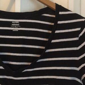 Basic black & white striped v neck T-shirt sz L